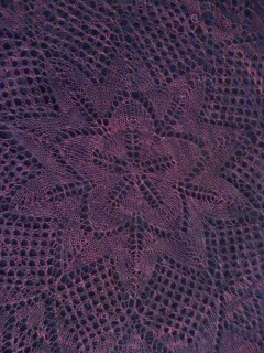 Center Detail from Oxblood Mommes Lysedug Shawl